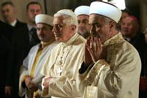 Benedict-Ratzinger Praying to Mecca