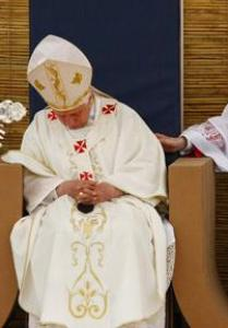 Benedict-Ratzinger Passes Out