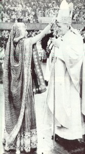 Hindu Sacerdotisa y JPII-Wojtyla